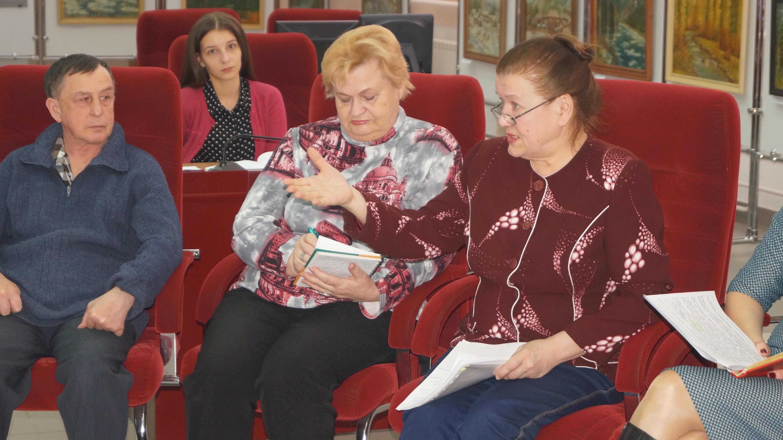 председатель общественного совета при Дивногорской МБ Н.Е. Кожанова знает, чего не хватает льготополучателям