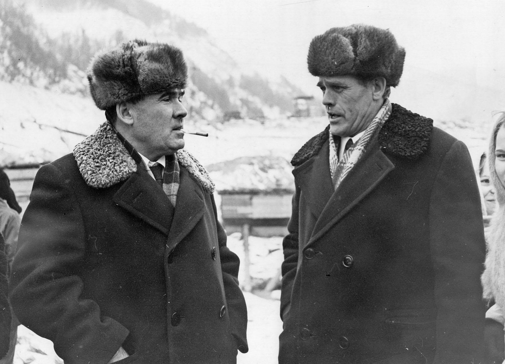 Слева А.И. Карякин (на Саяно-Шушенской ГЭС)
