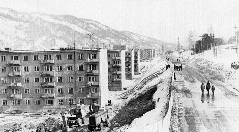 Улица Гидростроителей. Ведутся наружные сантехнические работы.  70-е годы